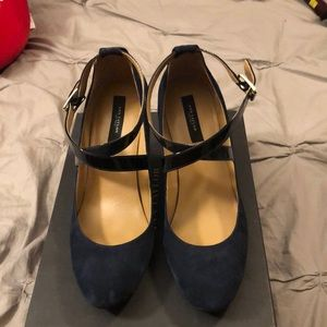 Ann Taylor size 9 wedge